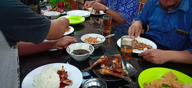 RM Sederhana Sajikan Ayam Bakar Terenak di Kalijati Subang