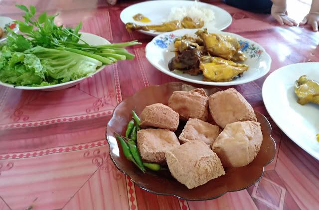 Nikmatnya Ayam Goreng Kampung Khas Rumah Makan Mang Yeye