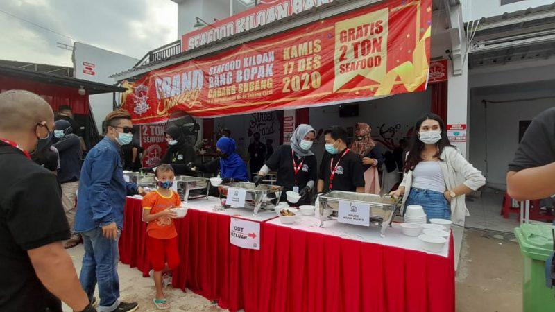 Warung Seafood Kiloan Bang Bopak Cabang Subang Bagikan 2 Ton Seafood
